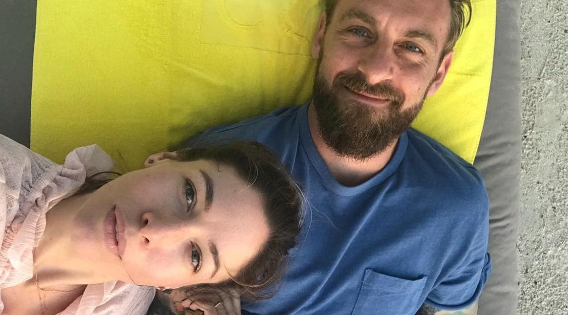 L'attrice, compagna del capitano della Roma, pubblica una foto su Instagram: «Vi presento l'amore della mia vita»