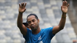Ronaldinho, l'omaggio di Pirlo e Dybala: «Grazie per i sorrisi»