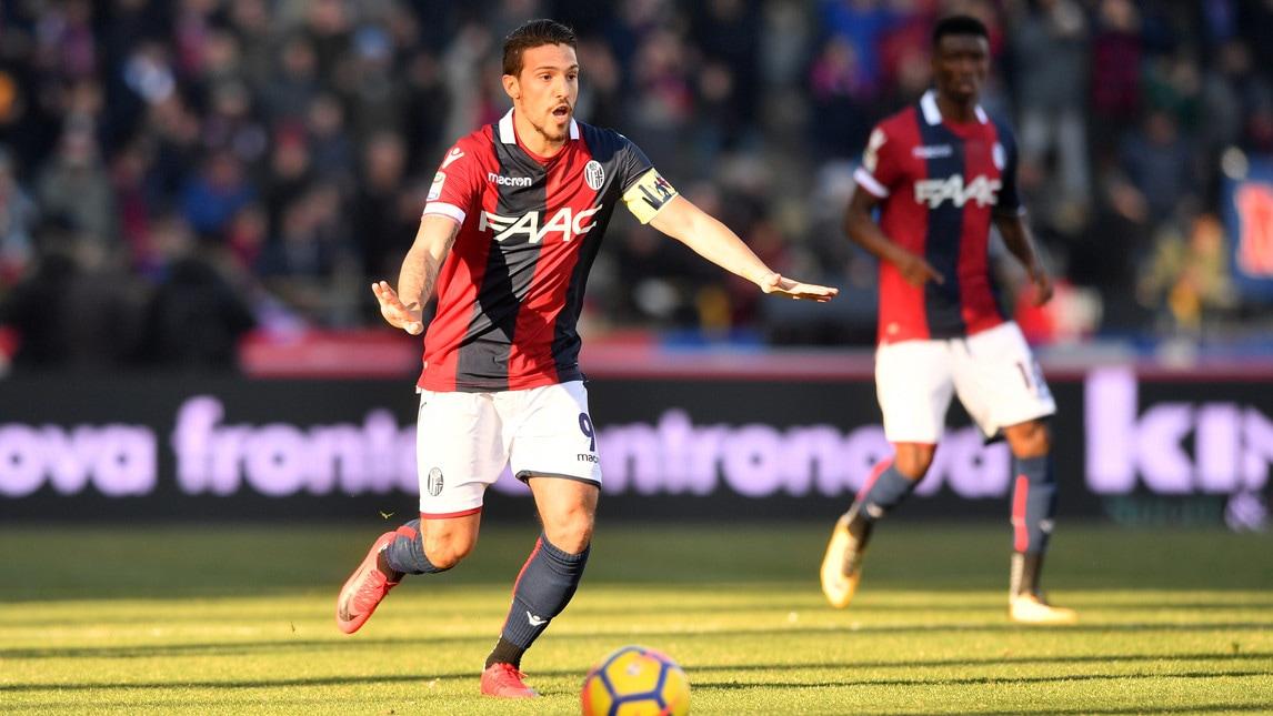 L'attaccante, che in settimana ha rifiutato il passaggio al Napoli, è stato premiato da Mirante con la fascia prima del match con il Benevento