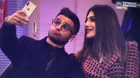 Inter-Roma, c'è Insigne a San Siro: selfie con la sua Jenny