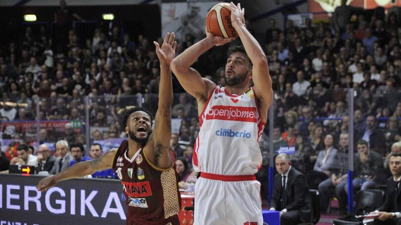 Basket Serie A, Tambone sbanca Venezia, Moore regola Pesaro