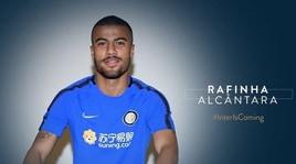 Inter, ufficiale Rafinha: prestito con diritto di riscatto