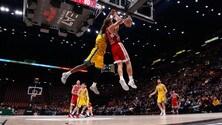 Basket Serie A, una magia di Kuzminskas salva Milano al fotofinish