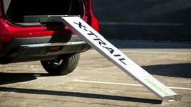 """Nissan: cani in """"passerella"""" sulla X-Trail Trainer"""