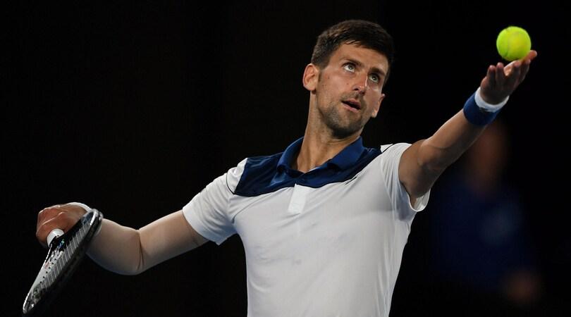 Tennis, Djokovic intervento al gomito: «Una nuova sfida»