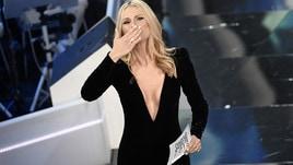 Michelle Hunziker, sexy scollatura a Sanremo 2018
