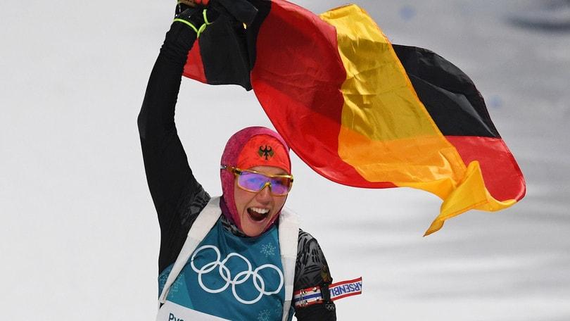 Biathlon: Dahlmeier concede il bis, male le azzurre