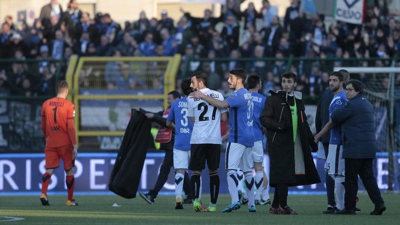 Serie B Pro Vercelli, pugni in faccia e ferite: l'addetto al recupero infortunati squalificato per tutto il campionato