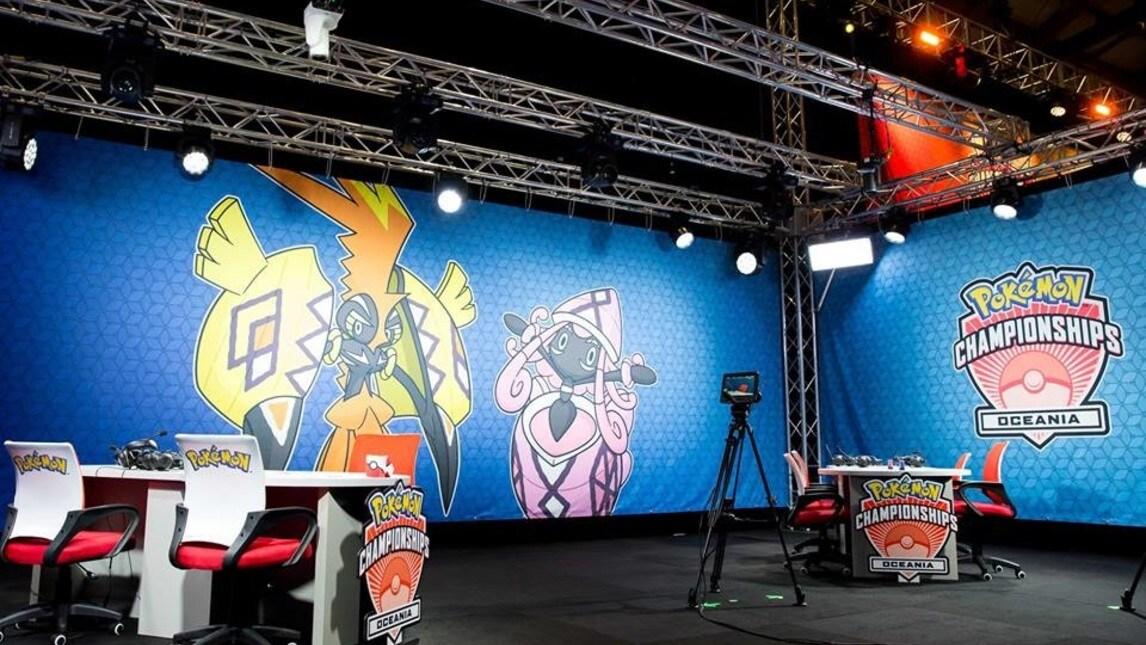 Caster, sfondo e tavolo di gara: così si compete su Pokémon.