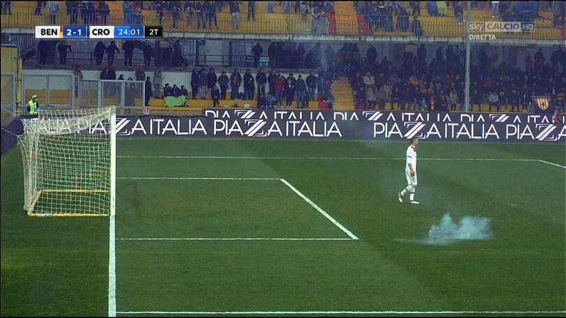 Serie A Benevento, petardo contro Puggioni: scatta la denuncia