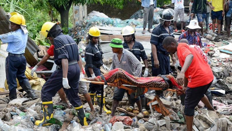 Mozambico: crolla 'montagna' di rifiuti