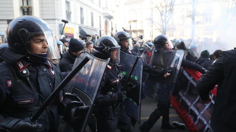 Tensioni a manifestazione antifascista