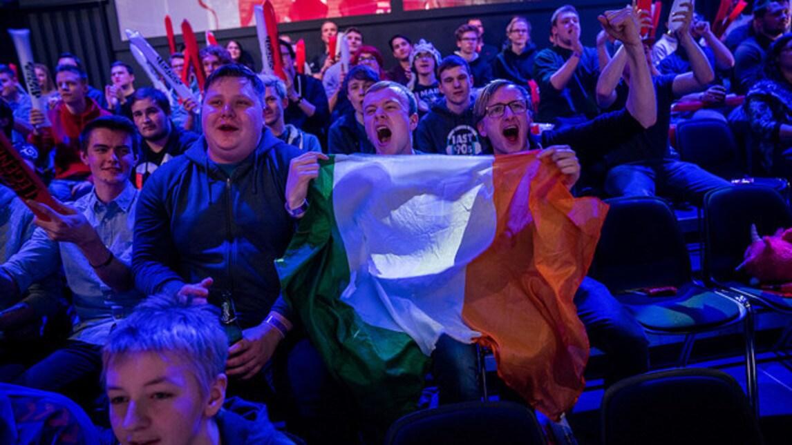 Dopo i danesi e le maschere di Deficio, i fan irlandesi infiammano l'arena e i loro cori danno all'EULCS un colore totalmente nuovo! Verrà il momento anche per gli italiani di dimostrare il loro tifo, un giorno?