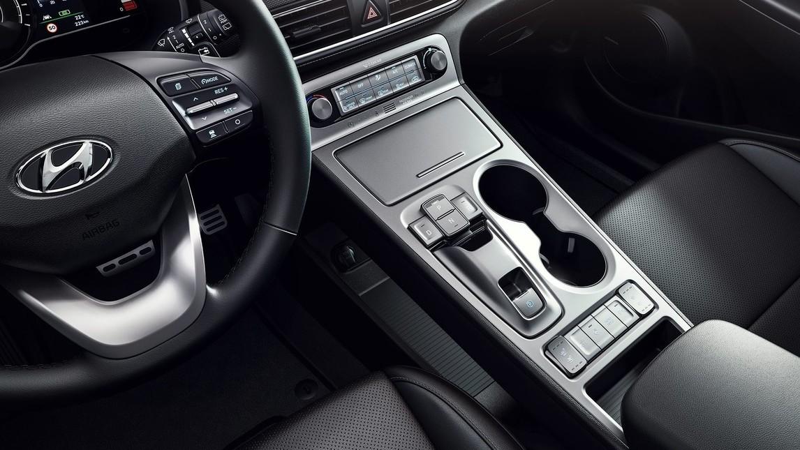 Anteprima al Salone di Ginevra 2018 per il Suv compatto zero emissioni, disponibile in versione base, con batteria da 39,2 kWh e motore da 135 CV (99kW) garantisce un'autonomia di guida fino a 300 km con una singola carica. Ancor più performante è la versione long-range grazie a una batteria da 64 kWh e un motore da 204 CV (150 kW), che consente un'autonomia fino a 470 km. Con 395 Nm di coppia istantanea erogata e un'accelerazione da 0 a 100 km/h in 7,6 secondi