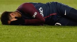 Psg, continua il giallo Neymar. Il padre: «Ha deciso di operarsi»