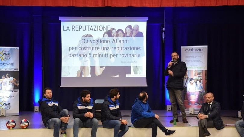 Volley: Sueprlega, Rossi, Maruotti e De Angelis a scuola per #Accendiamoilrispetto
