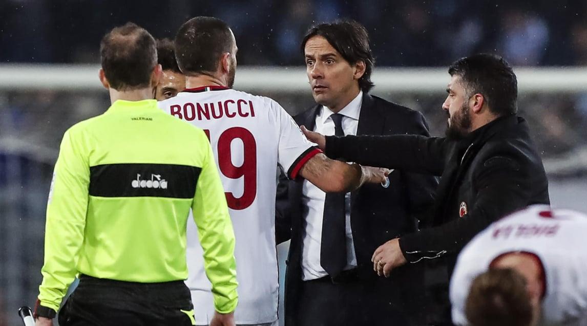 Duro faccia a faccia in campo nel ritorno della semifinale di Coppa Italia al termine dei tempi regolamentari. Il difensore del Milan chiedeva l'ammonizione per i laziali che protestavano con l'arbitro, il tecnico biancoceleste non l'ha presa bene