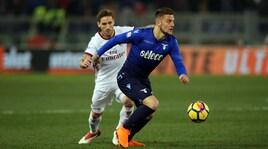 Lazio-Milan: Biglia aggancia Luis Alberto fuori area