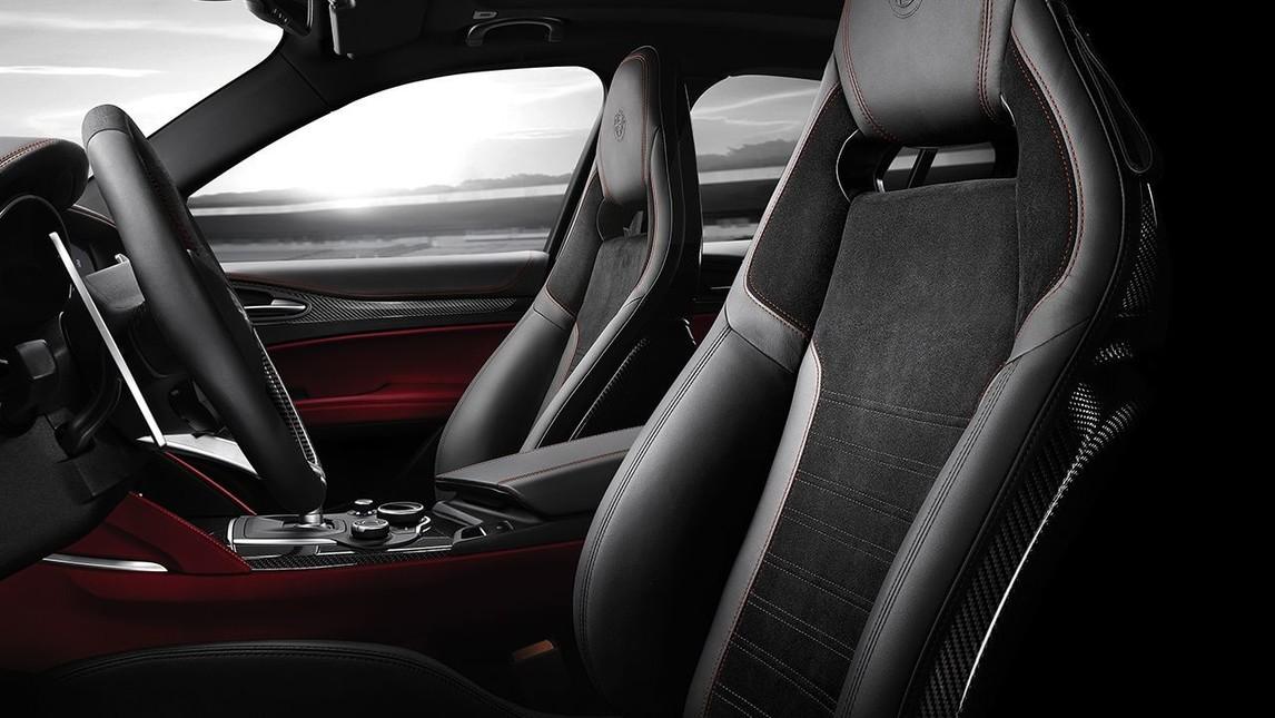 Alfa Romeo porta al Salone di Ginevra 2018 una versione speciale di Stelvio e Giulia Quadrifoglio per celebrare i tempi record messi a segno al Nurburgring dalle due sportive. Prodotte in sole 108 unità per modellopresentano contenuti esclusivi a partire dal badge numerato nell'inserto della plancia in fibra di carbonio, e l'inedita livrea Grigio Circuito.