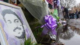 Messaggi, sciarpe e fiori per Astori al Franchi
