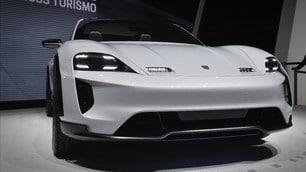 Porsche Mission E Cross Turismo: foto