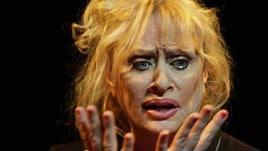 Luciana Frazzetto in scena con Nei panni di una donna?