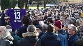 Fiorentina, la folla commossa rende omaggio ad Astori