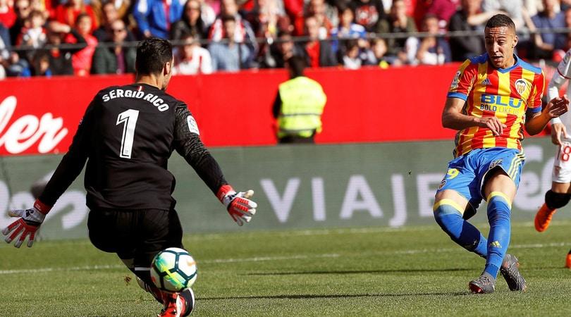 Liga, Siviglia-Valencia 0-2: Rodrigo abbatte Montella