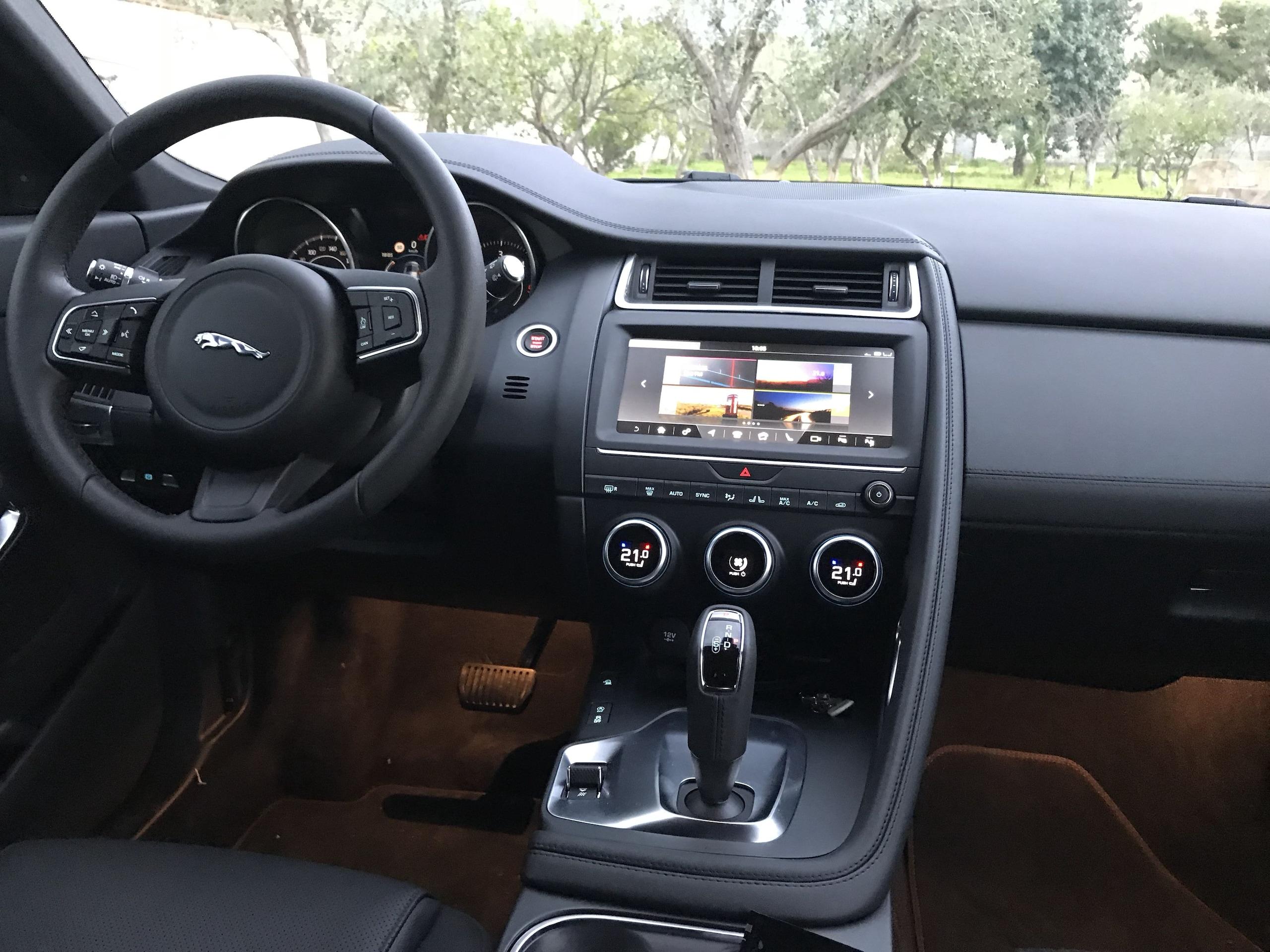 Prova Comparata: Jaguar E-Pace VS Jeep Compass