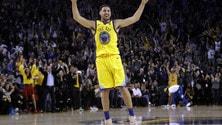 NBA, tegola per i Warriors: Thompson si frattura il pollice destro