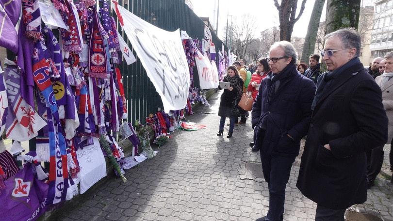 Serie A, la Fiorentina raccoglie il materiale in ricordo di Astori
