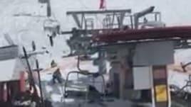 Georgia, funivia impazzita: sciatori scaraventati in aria