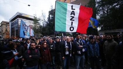 Sit-in dei tifosi della Lazio davanti alla Figc: «Vogliamo rispetto»