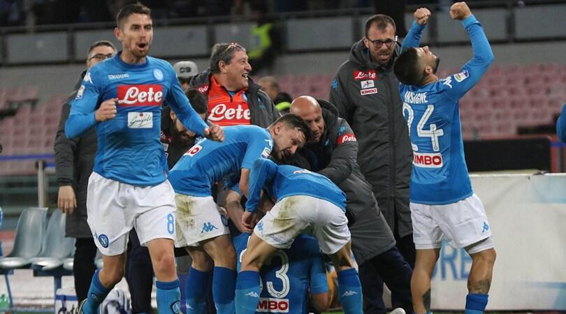 Napoli-Genoa 1-0: decide un colpo di testa di Albiol. Juve a due punti