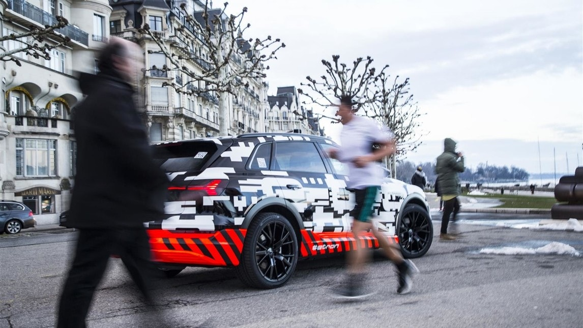 Al Salone di Ginevra Audi ha esibito anche il prototipo di Suv elettrico in commercio entro la fine del 2018. Audi ha utilizzato 250 vetture laboratorio durante i test, percorrendo cinque milioni di chilometri, per un totale di circa 85.000 ore di esercizio.