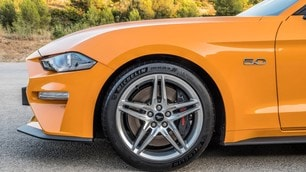 Ford Mustang restyling di potenza