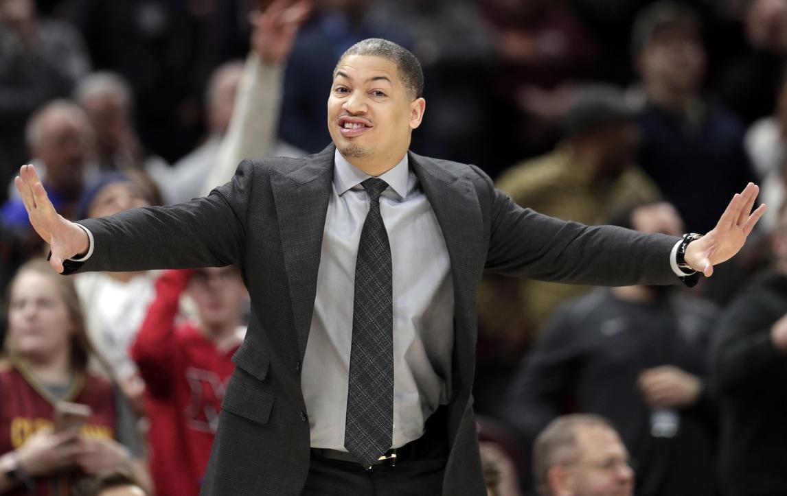 NBA, clamoroso: Tyronn Lue lascia temporaneamente i Cavs