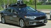 Uber sospende i test guida autonoma: incidente mortale negli USA