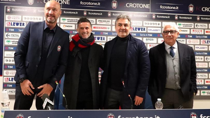 Serie A, il Crotone in campo con magistrati e forze dell'ordine