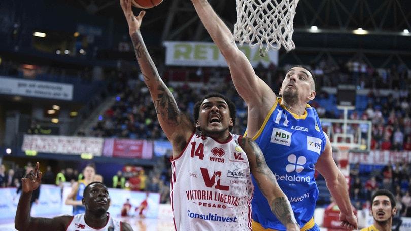 Basket Serie A, tegola per Pesaro: Moore si lussa la spalla sinistra