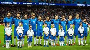 Italia, tutti in campo con la maglia di Astori