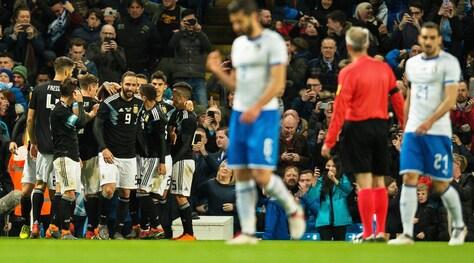 Argentina-Italia 2-0: Buffon battuto nel finale da Banega e Lanzini