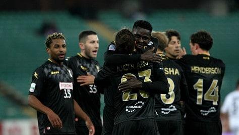 Serie B, Bari-Brescia 3-0: Nenè firma il tris