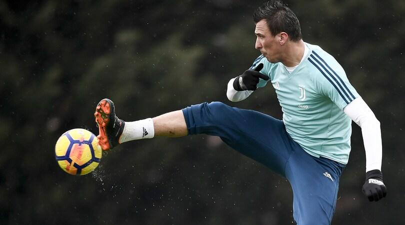 "Mandzukic già a Vinovo, ora la Juventus ""aspetta"" Chiellini e Alex Sandro"