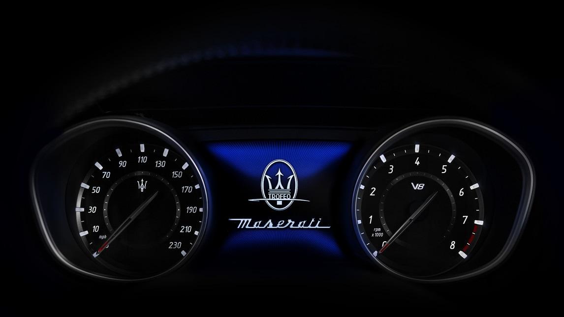 Il Levante Trofeo è spinto da uno dei motori più potenti mai montati su una Maserati. Si tratta del V8 Twin Turbo di 3,8 litri da 590 CV a 6.250 giri/min e una coppia massima di 730 Nm a 2.250 giri/min: è il grado di accelerare da 0 a 100 km/h in soli 3,9 secondi e di raggiungere una velocità massima di oltre 300 km/h.