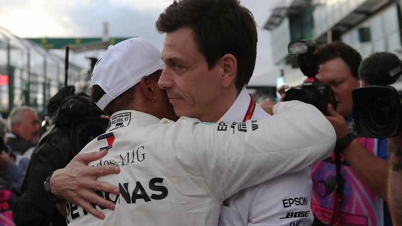 F1 Mercedes, Wolff: «Il contratto di Hamilton? Siamo ai dettagli»