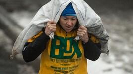 A Pasquetta la corsa femminile con i sacchi di carbone