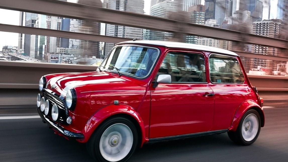 Presentata al Salone di New York 2018 una show car elettrica realizzata sulla base di una Mini Cooper classica, equipaggiata con un motore elettrico. Simbolica anticipazione della prima elettrica Mini che debutterà nel 2019, in occasione dei 60 anni del marchio.