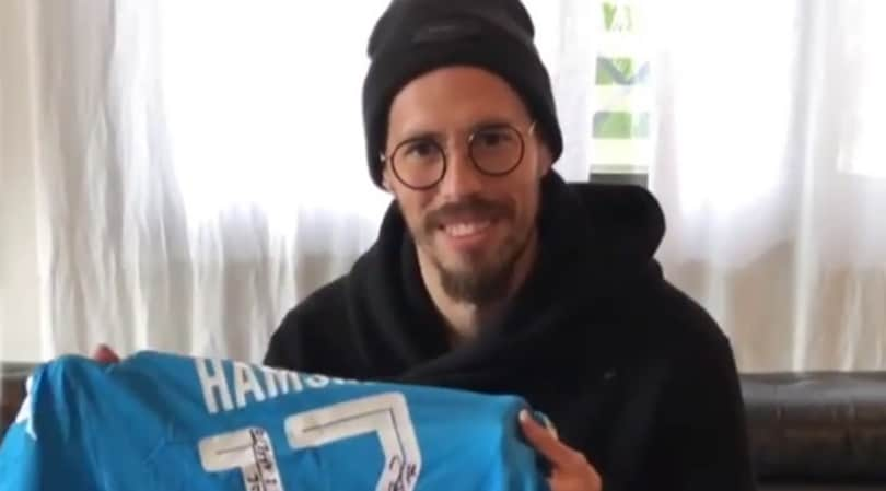 Hamsik, maglia del Napoli con dedica per Maradona: «Al più grande di sempre»