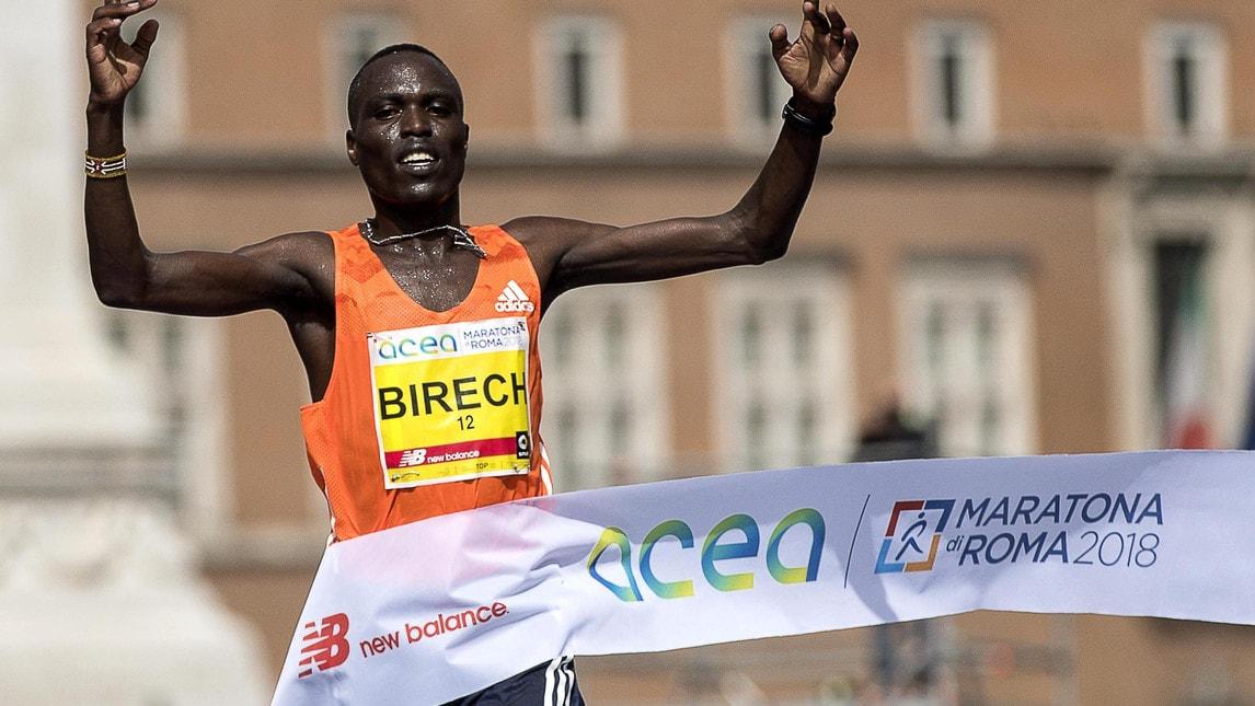 Il keniano e la etiope si aggiudicano la 24ª edizione della maratona capitolina che ha visto correre circa 100 mila concorrenti!